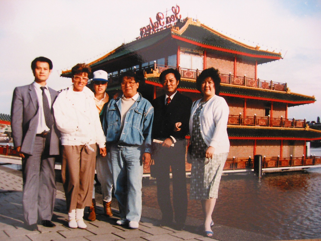 Wang Kiu and Wong Shun Leungs with their wifes and family